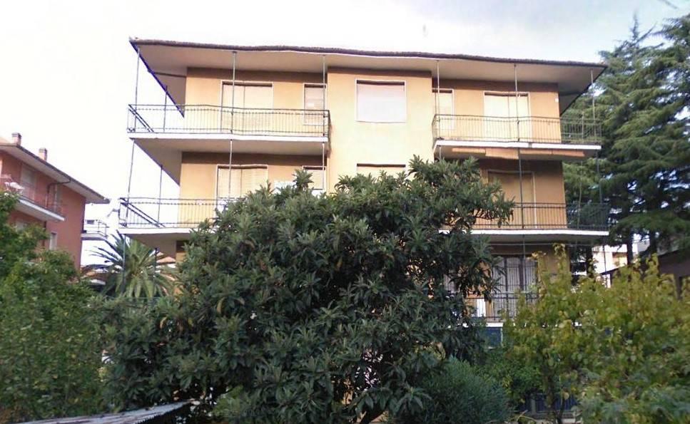 Via Lazio appartamento ultimo piano con ascensore