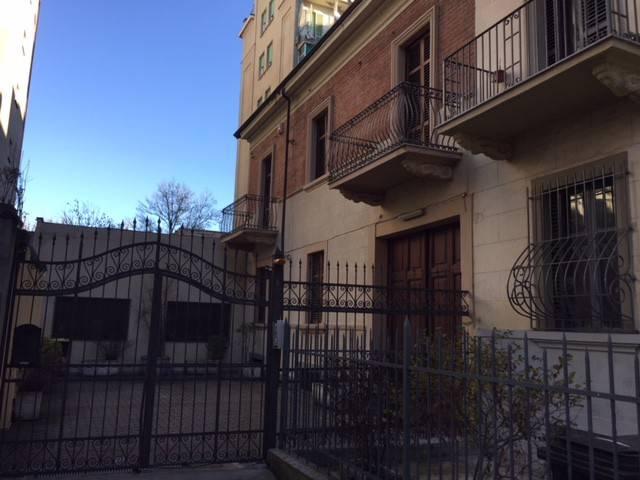 Stabile / Palazzo in buone condizioni in vendita Rif. 9242518