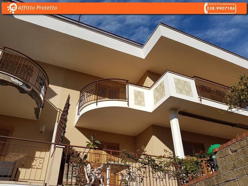 Appartamento in buone condizioni arredato in affitto Rif. 9243582