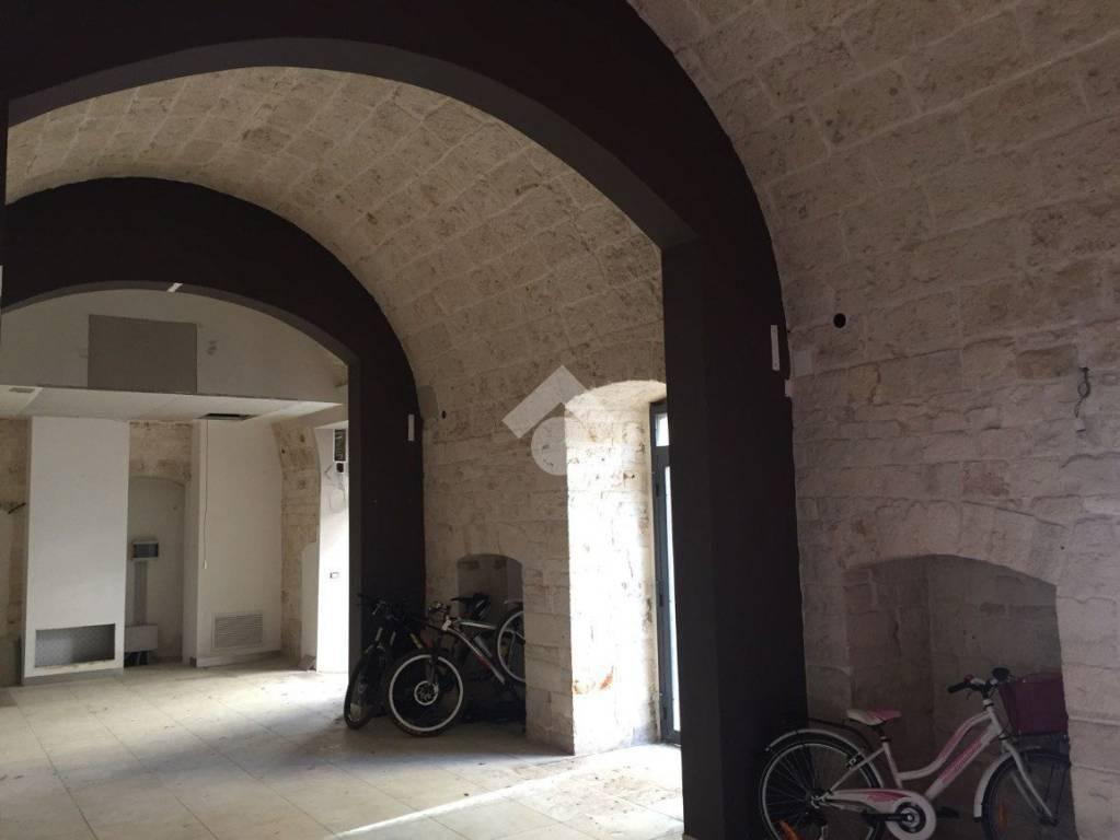 Casamassima: Locale commerciale angolare in pietra Rif. 9242704