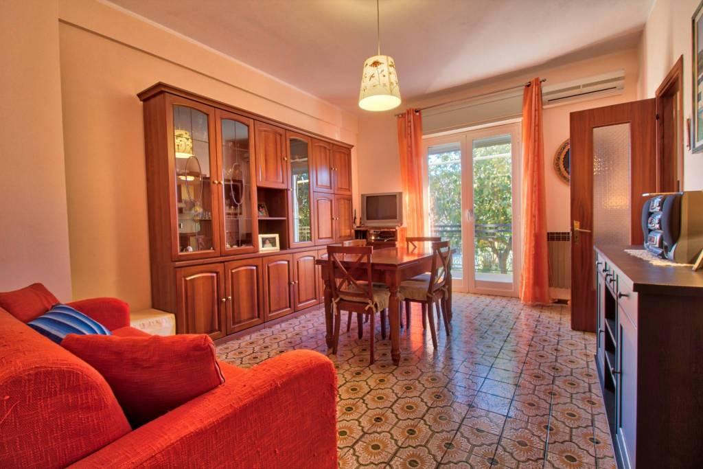 Appartamento in buone condizioni arredato in vendita Rif. 9246051