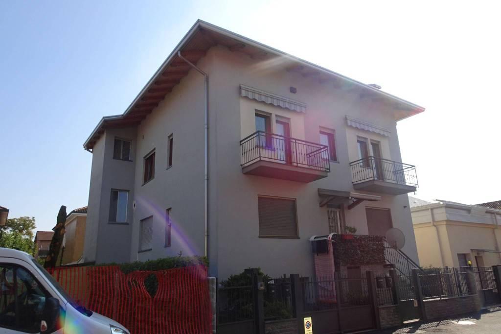 Appartamento in buone condizioni parzialmente arredato in affitto Rif. 9242020