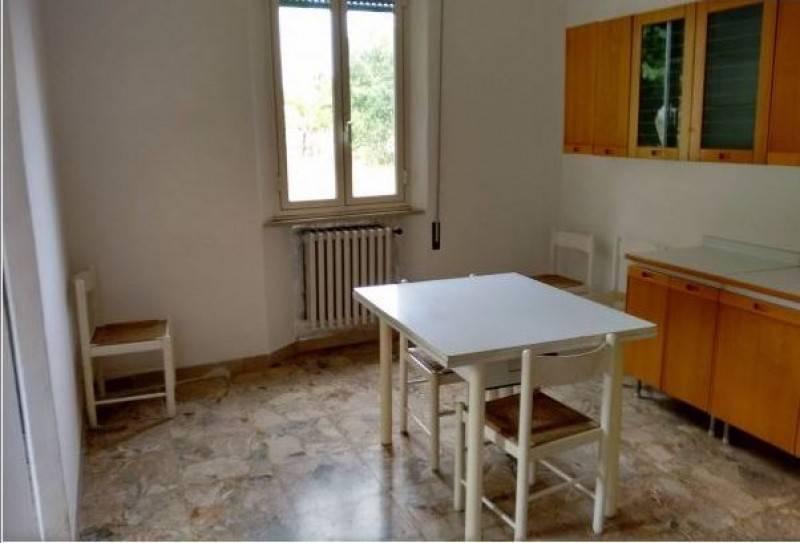 Appartamento in buone condizioni arredato in affitto Rif. 9240360