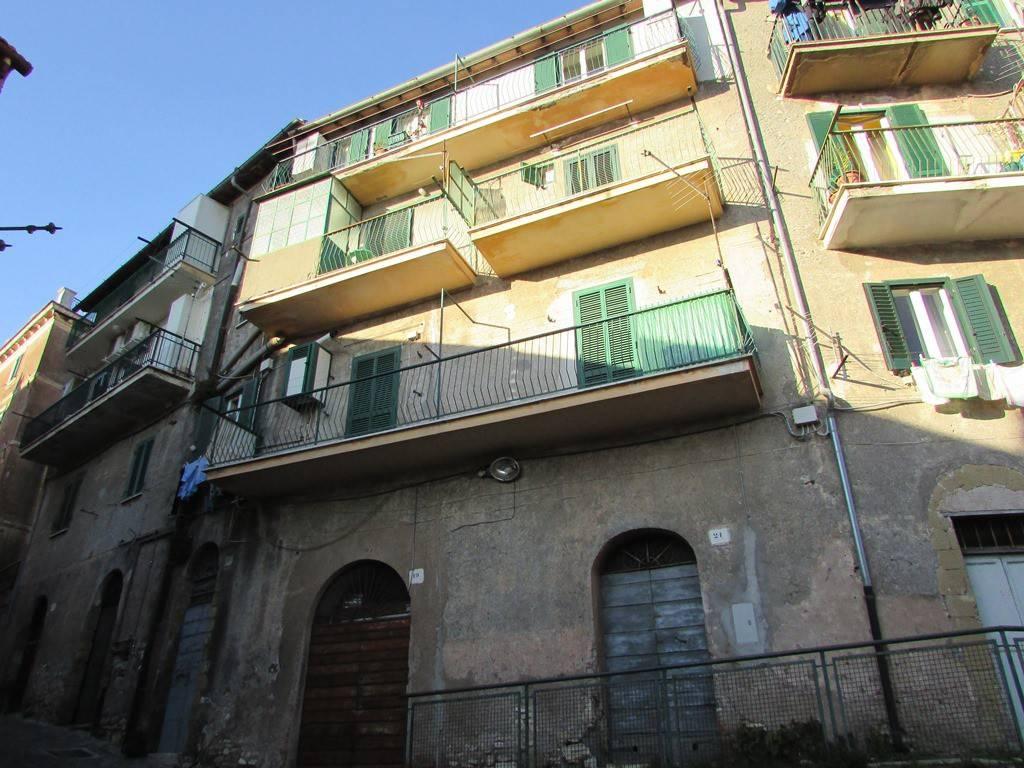 Appartamento in buone condizioni in vendita Rif. 9244289