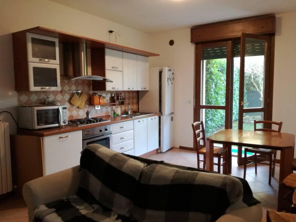 Appartamento in ottime condizioni arredato in affitto Rif. 9244173