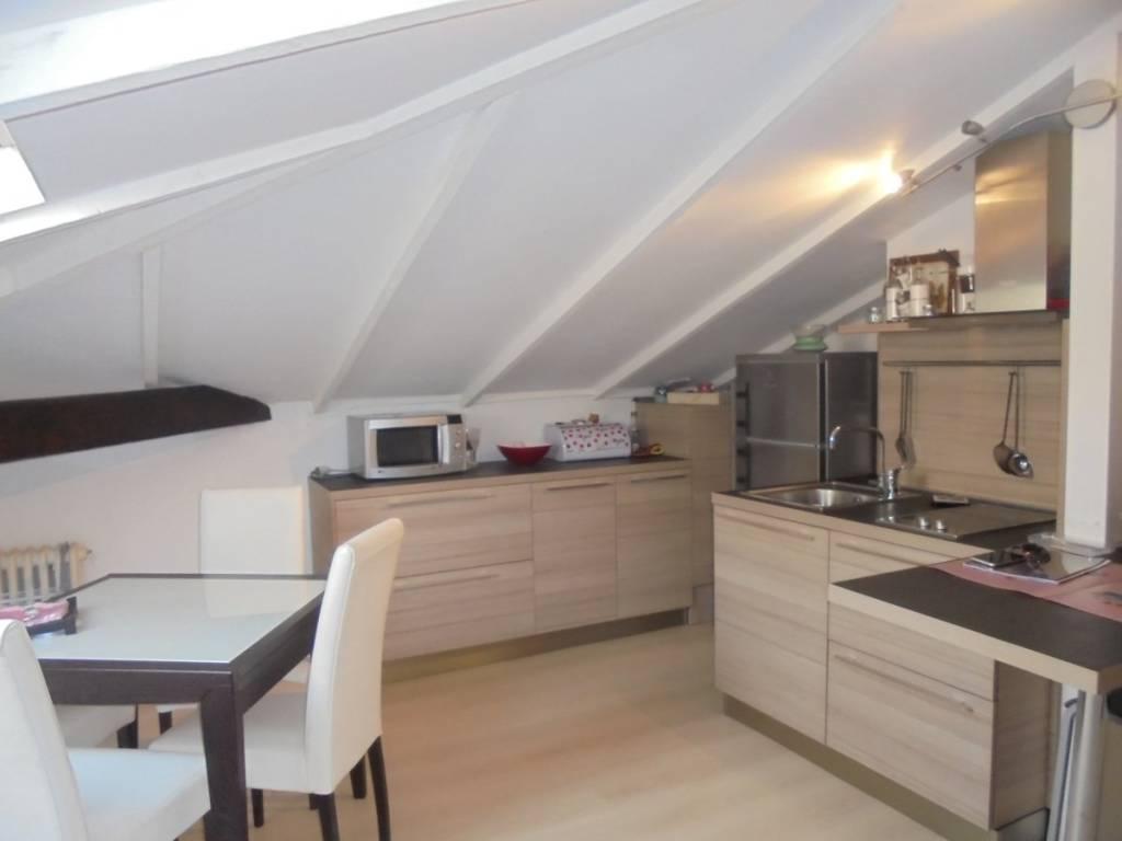 Appartamento in ottime condizioni arredato in affitto Rif. 9242536