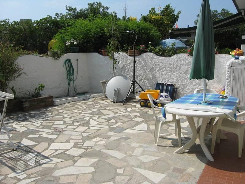 Appartamento in buone condizioni in vendita Rif. 9242088