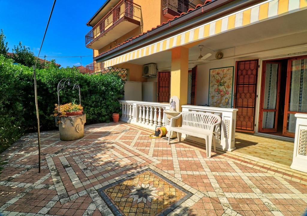Appartamento in buone condizioni arredato in vendita Rif. 9246052
