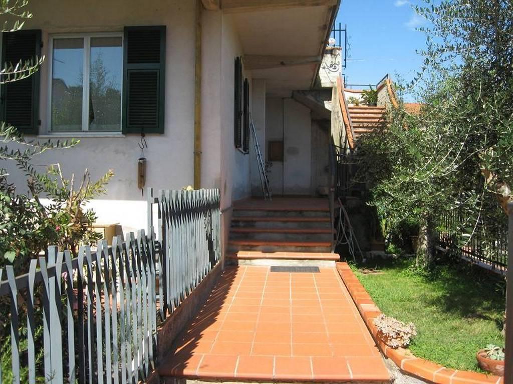Appartamento in buone condizioni in vendita Rif. 9242089