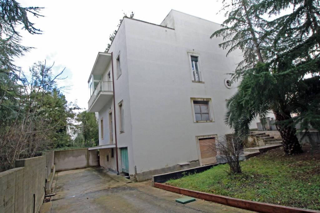 Appartamento in ottime condizioni in affitto Rif. 9242885