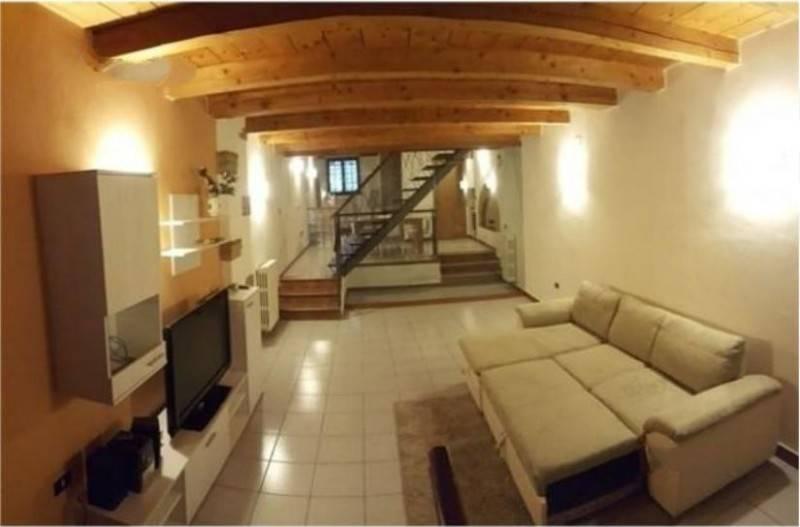 Appartamento in ottime condizioni arredato in affitto Rif. 9240362