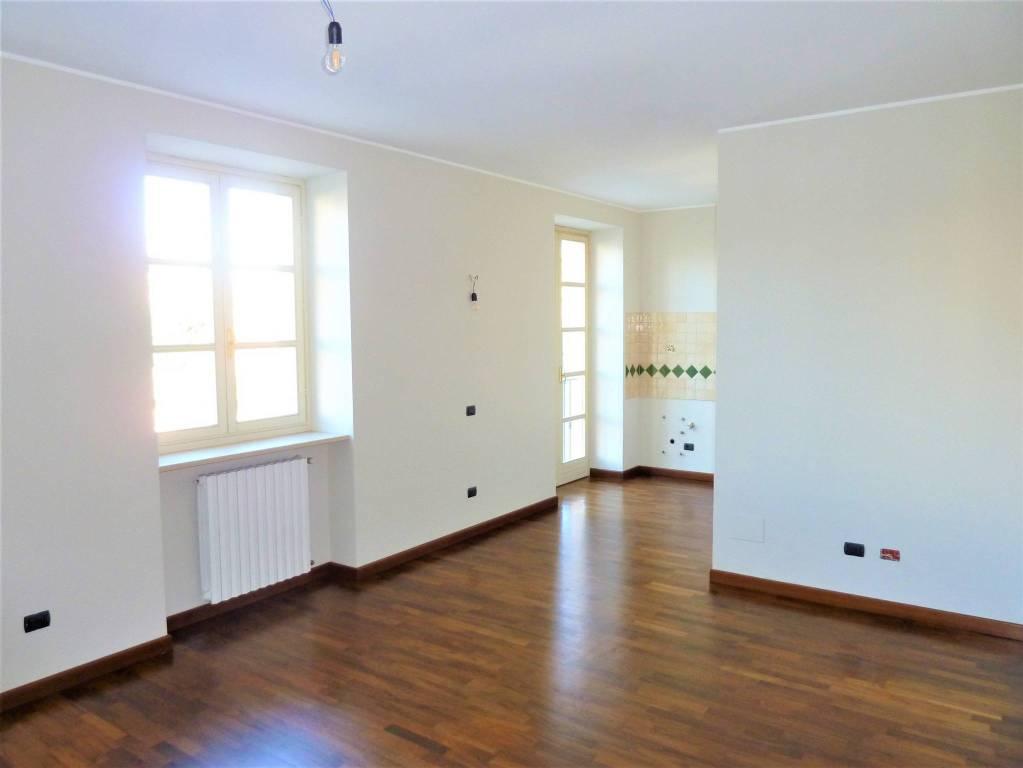 Appartamento in buone condizioni in vendita Rif. 9240678