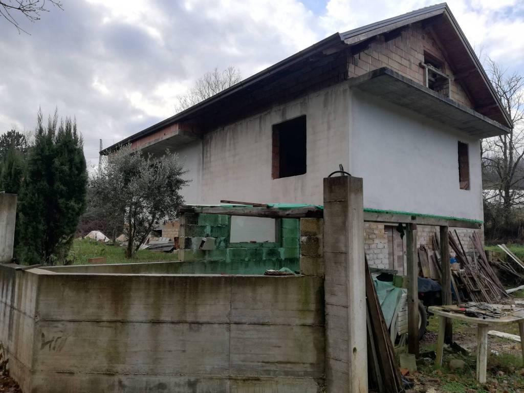 Soluzione Indipendente in vendita a Ceccano, 11 locali, prezzo € 84.000 | CambioCasa.it