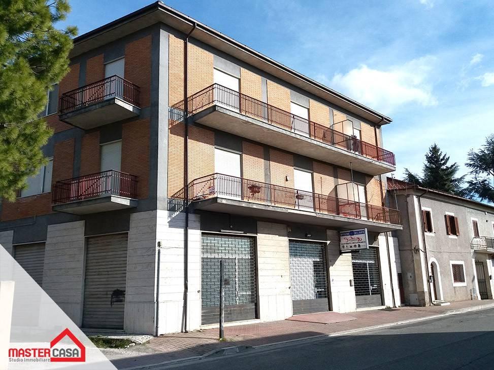 Appartamento in buone condizioni in affitto Rif. 9247350