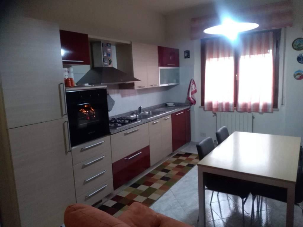 Appartamento in buone condizioni parzialmente arredato in affitto Rif. 9246997