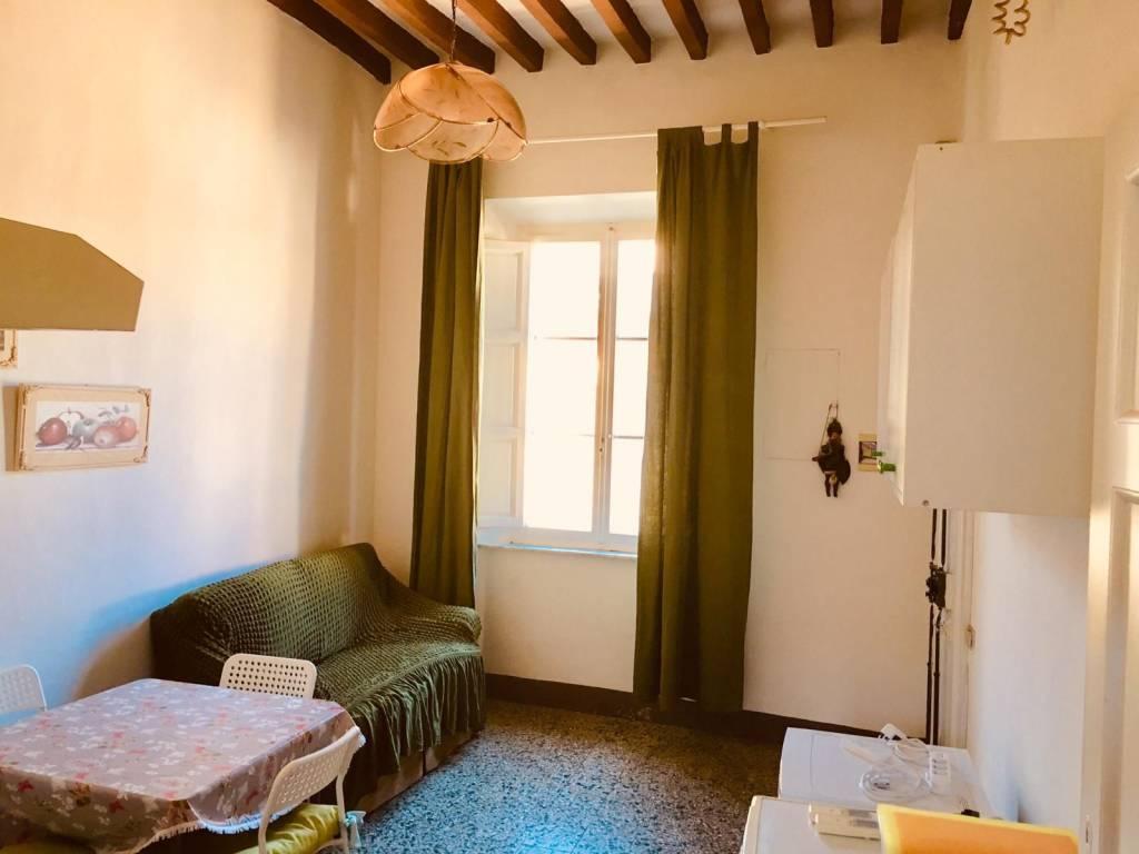 Appartamento in buone condizioni arredato in affitto Rif. 9240445