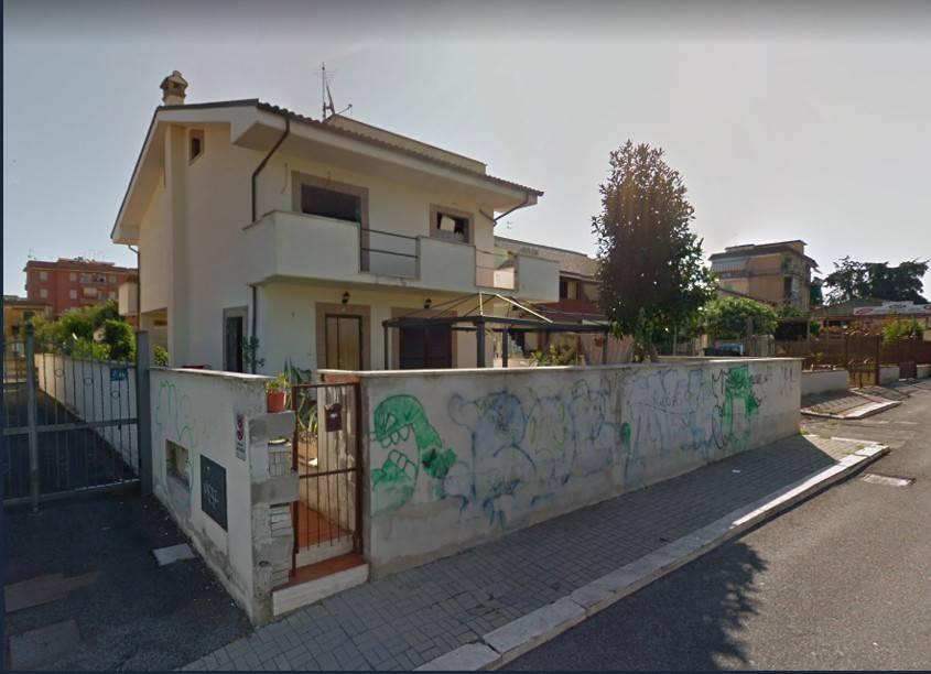 Appartamento in buone condizioni in vendita Rif. 9246847