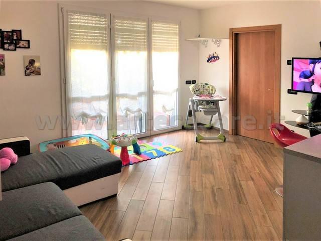 Appartamento in buone condizioni arredato in affitto Rif. 9242309