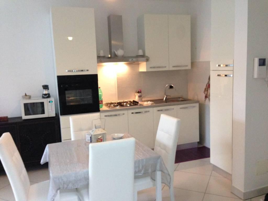 Appartamento parzialmente arredato in affitto Rif. 9244330
