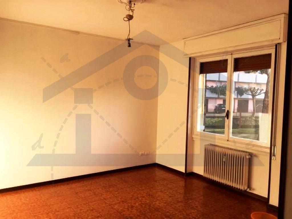 Appartamento in buone condizioni in affitto Rif. 9242603