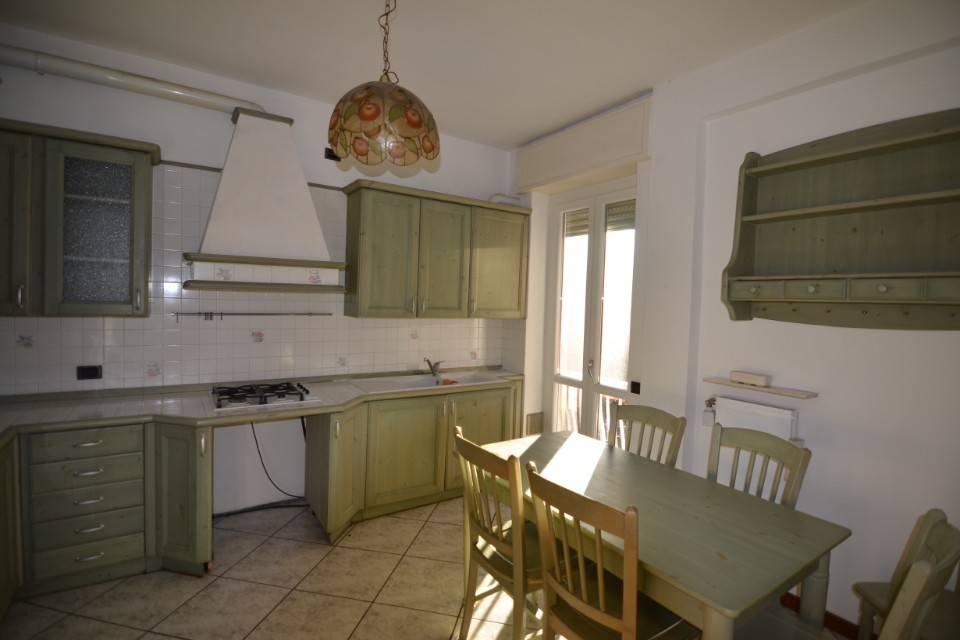 Appartamento in ottime condizioni parzialmente arredato in affitto Rif. 9244458