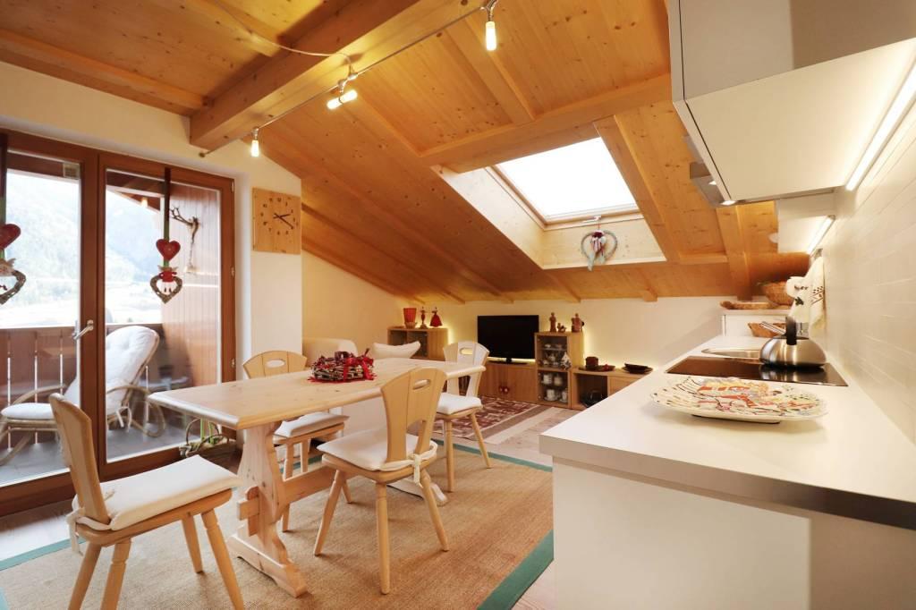 Appartamento in ottime condizioni arredato in vendita Rif. 9240508