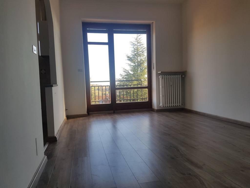Appartamento in buone condizioni in affitto Rif. 7844535