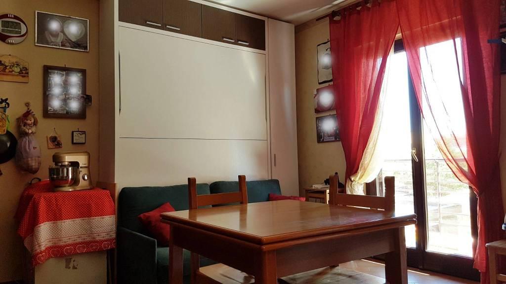 Appartamento in ottime condizioni in vendita Rif. 9242571