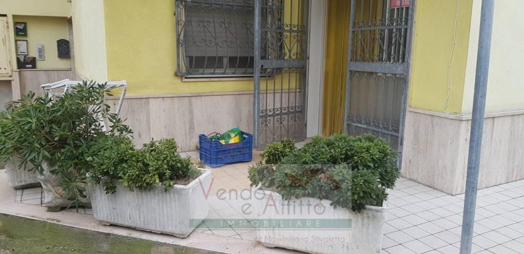 Appartamento in buone condizioni in vendita Rif. 9243349