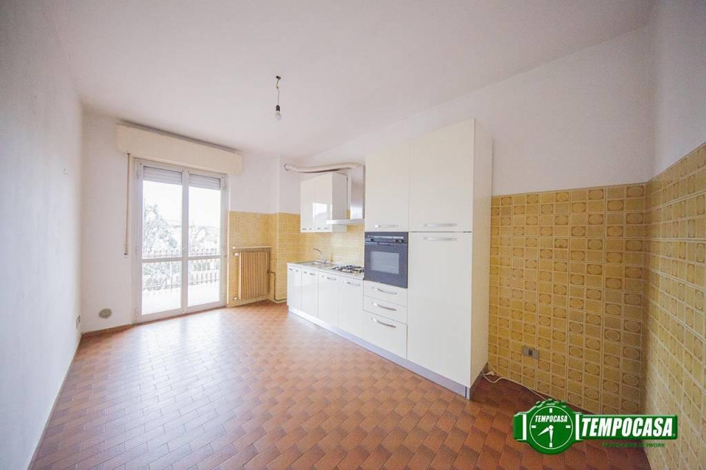 Appartamento in buone condizioni parzialmente arredato in vendita Rif. 9247315