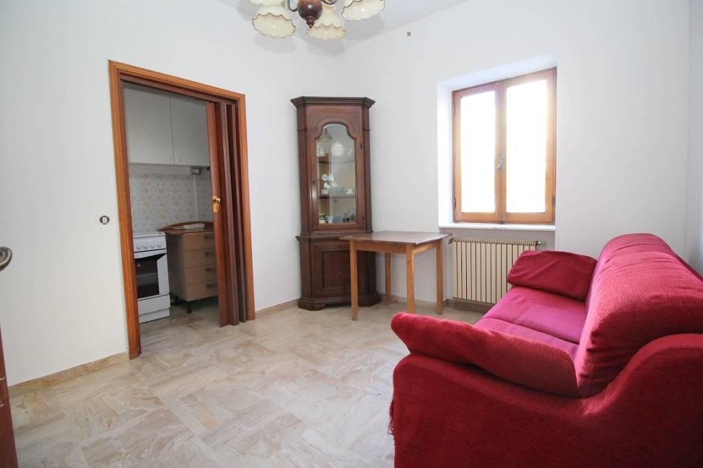 Appartamento da ristrutturare parzialmente arredato in vendita Rif. 9244836