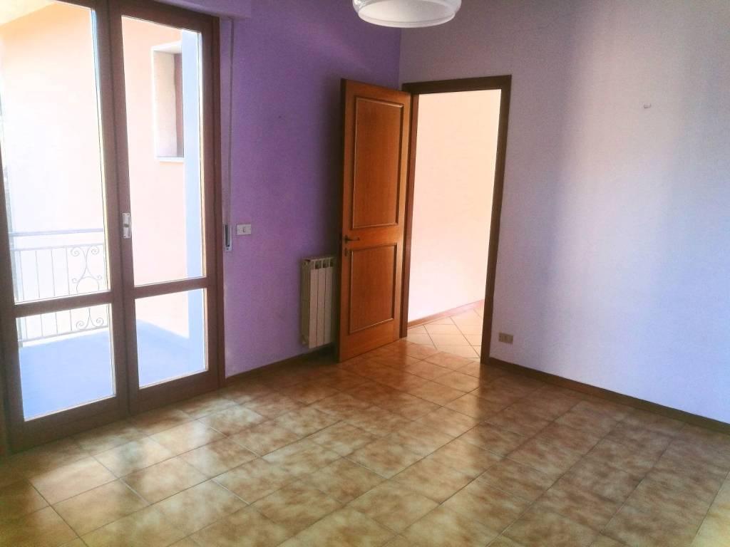 Appartamento in buone condizioni in vendita Rif. 9247118