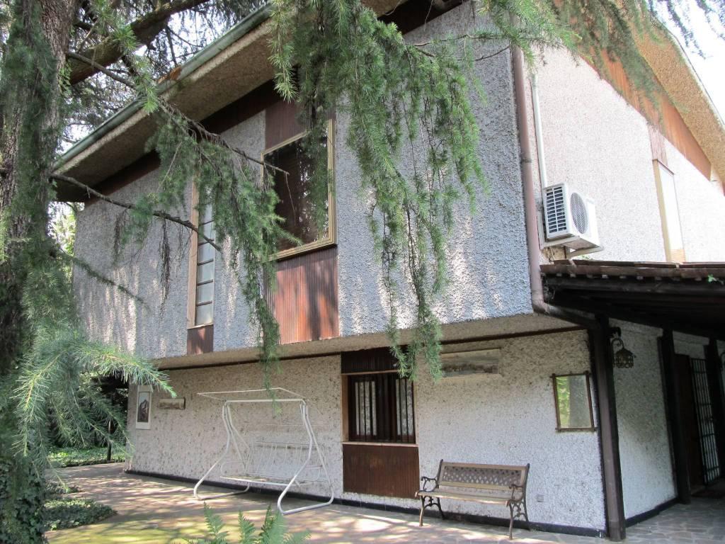 Villa da ristrutturare parzialmente arredato in vendita Rif. 9242580