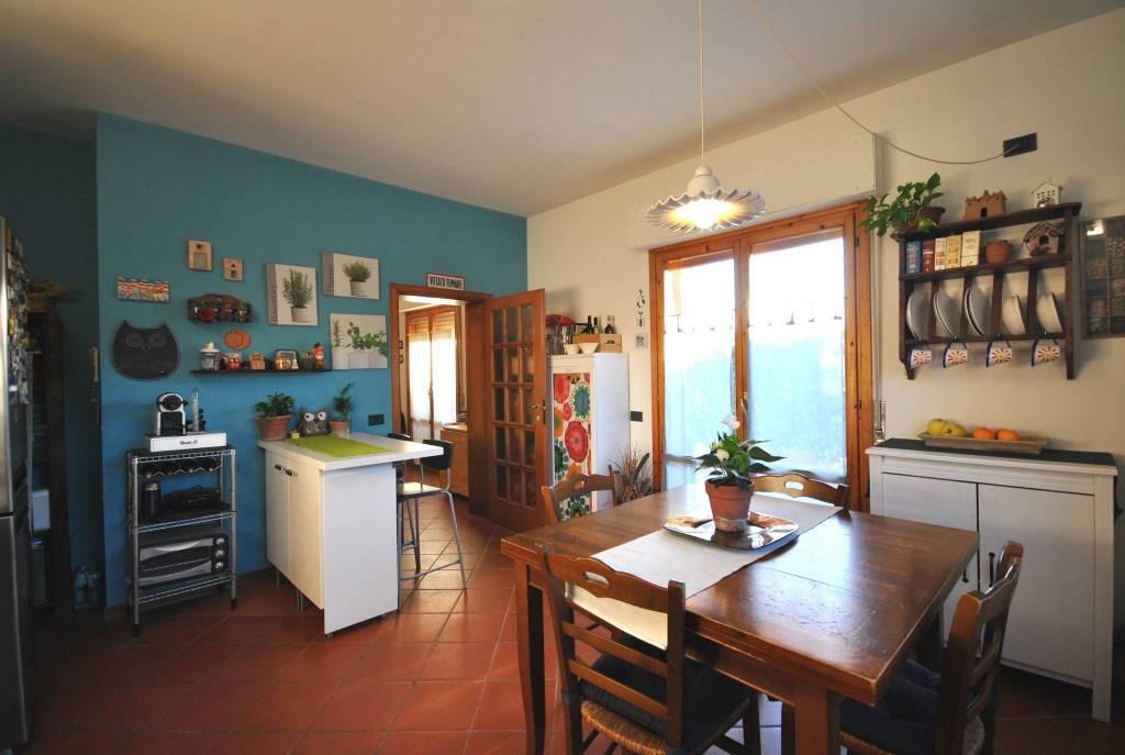 Appartamento in buone condizioni in vendita Rif. 9246264