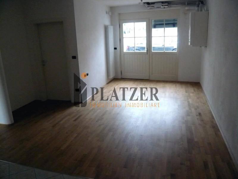 Appartamento in buone condizioni parzialmente arredato in vendita Rif. 9244447