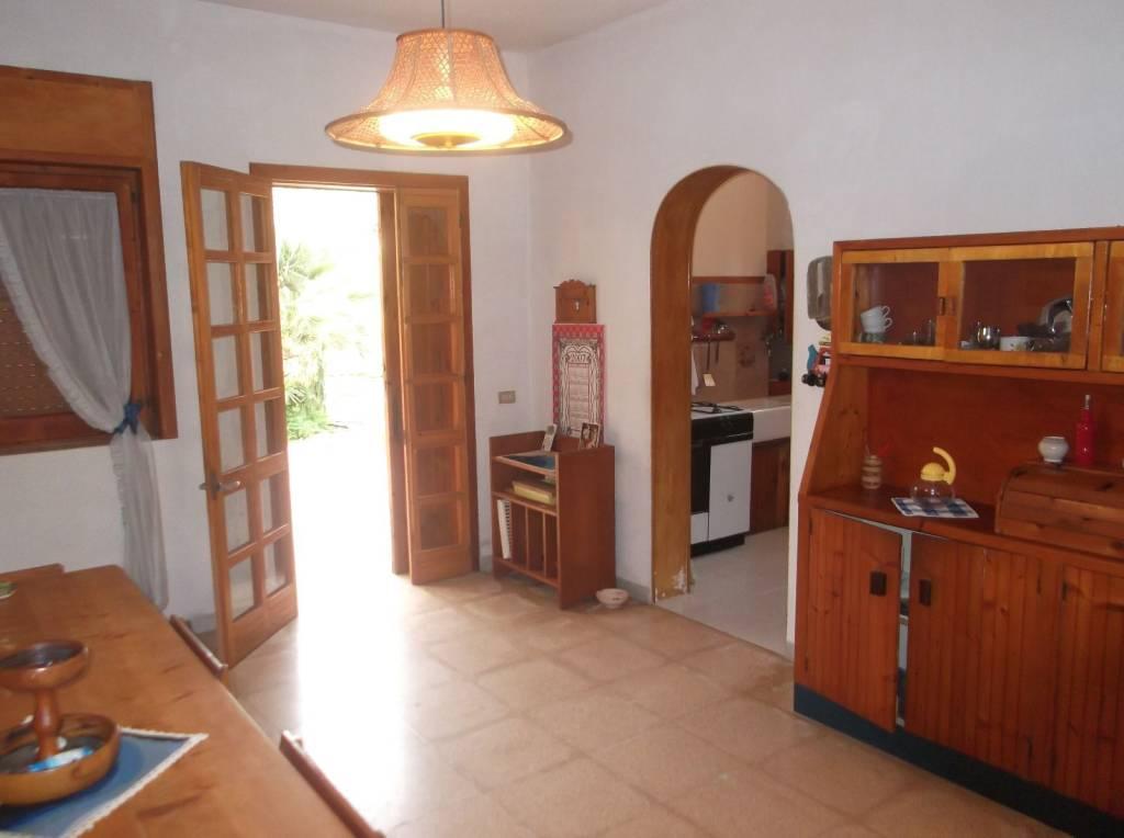 Villa in buone condizioni arredato in vendita Rif. 9247183