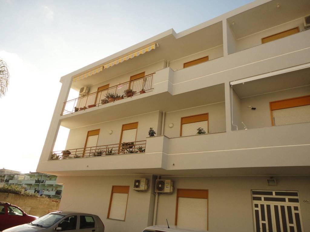 Appartamento in buone condizioni arredato in vendita Rif. 9245009