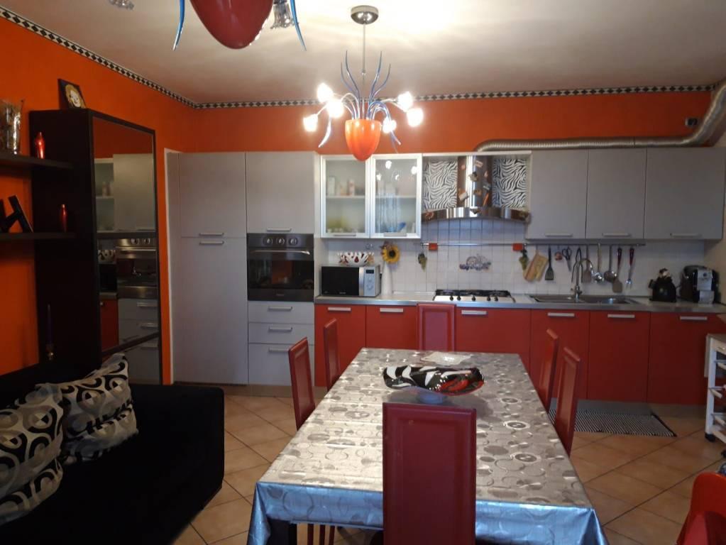 Appartamento in buone condizioni parzialmente arredato in vendita Rif. 9247618