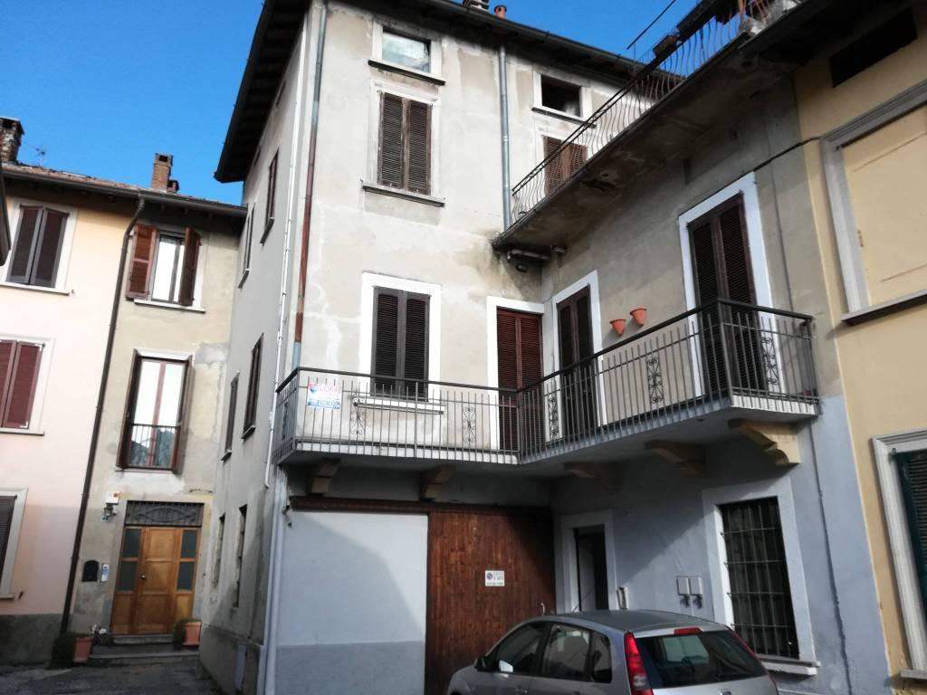 Appartamento in ottime condizioni in vendita Rif. 9246384
