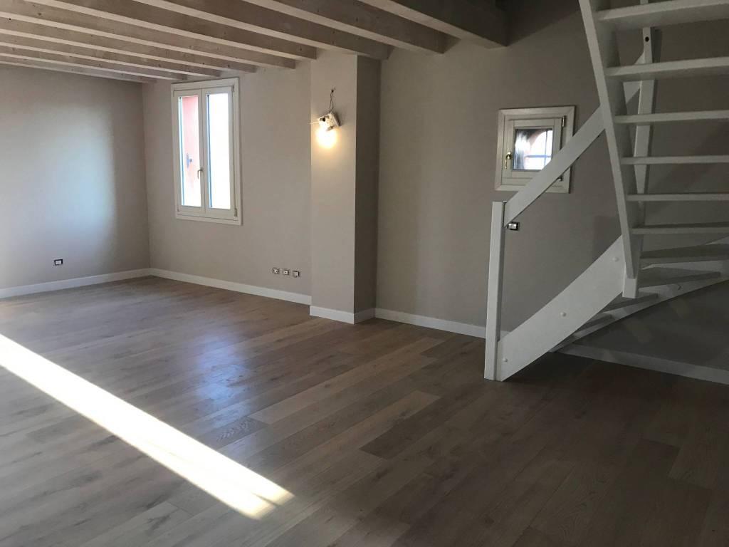 Appartamento in ottime condizioni in vendita Rif. 9243407