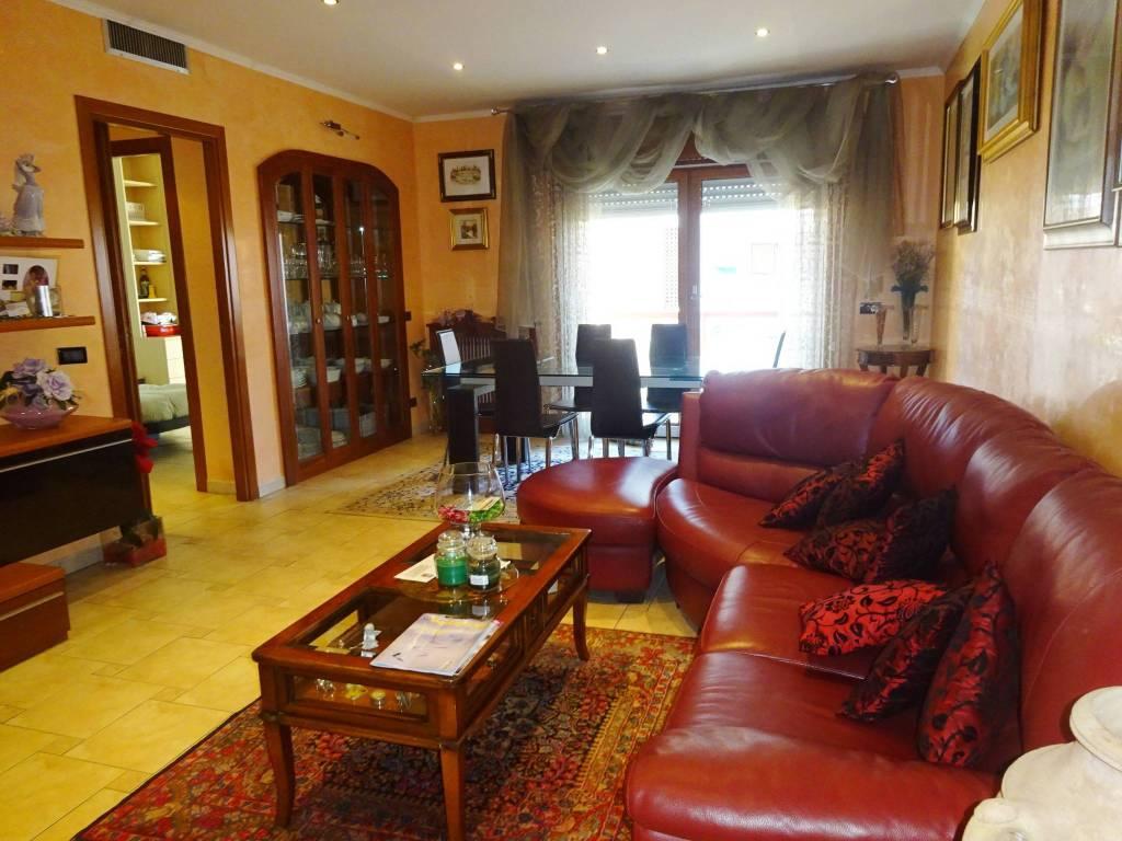 Appartamento in ottime condizioni in vendita Rif. 9240575