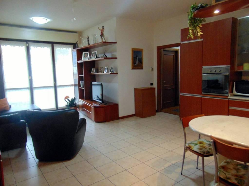 Appartamento in ottime condizioni in vendita Rif. 9240429