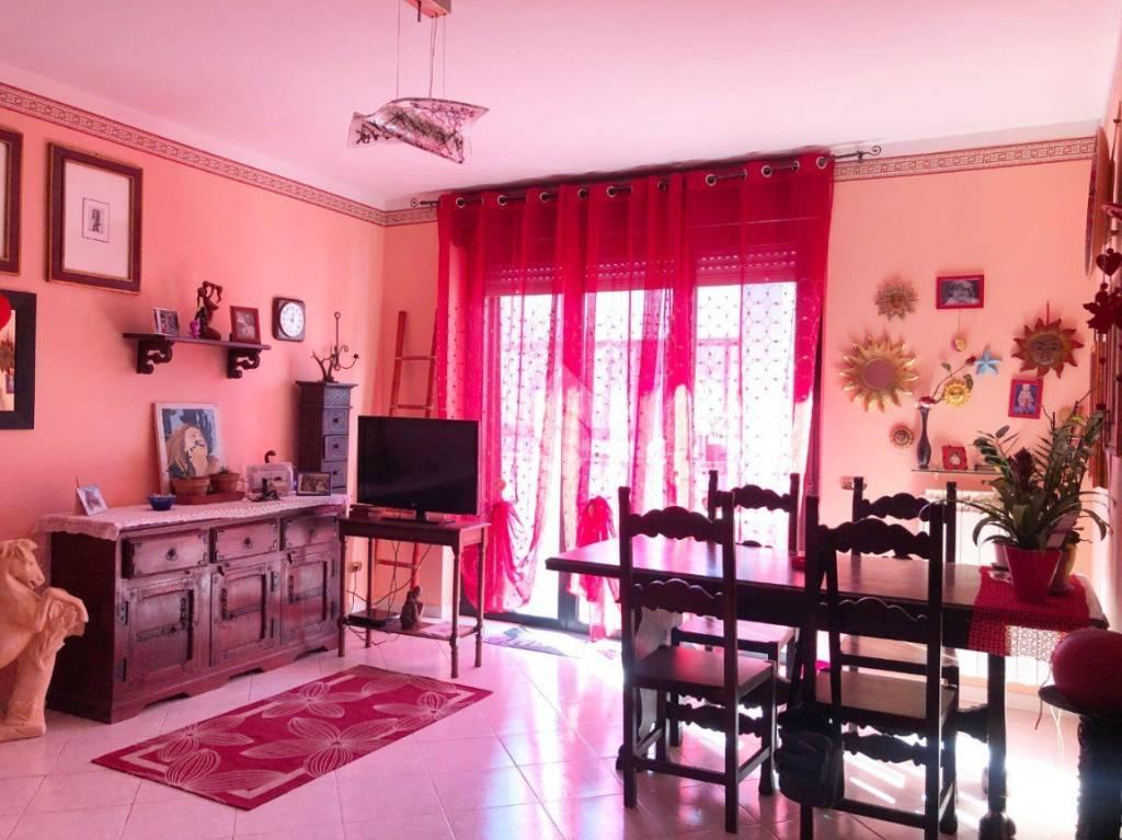 Appartamento in buone condizioni in vendita Rif. 9307256