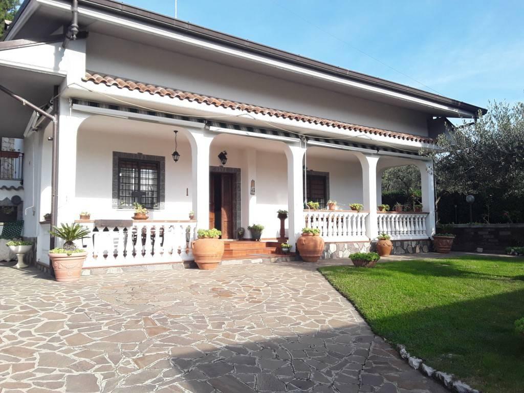 Villa in vendita a Colonna, 5 locali, prezzo € 299.000 | CambioCasa.it