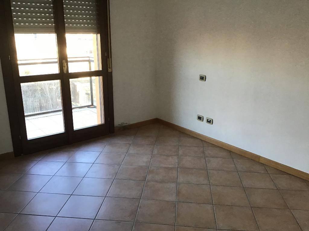 Appartamento in buone condizioni in affitto Rif. 9256886