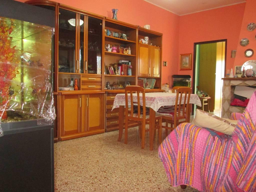 Appartamento in buone condizioni arredato in vendita Rif. 9255938