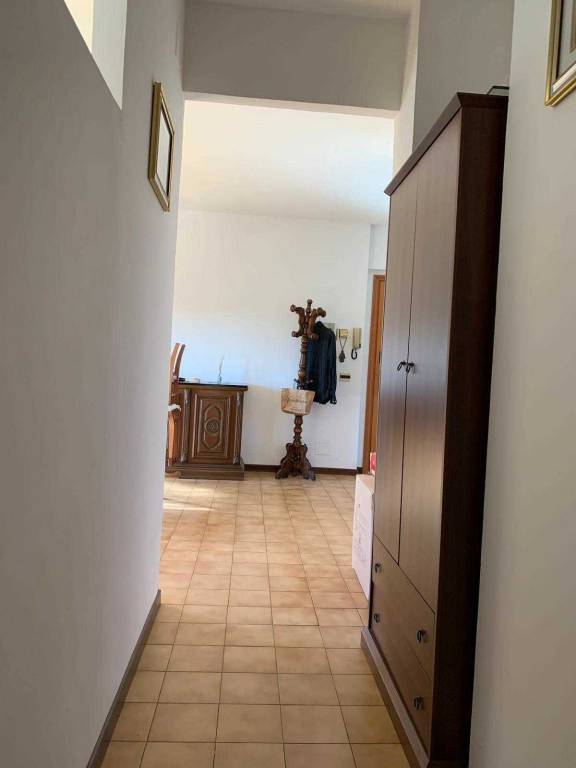 Appartamento in buone condizioni arredato in affitto Rif. 9261364