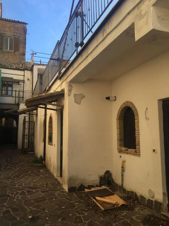 Appartamento parzialmente arredato in vendita Rif. 9254268