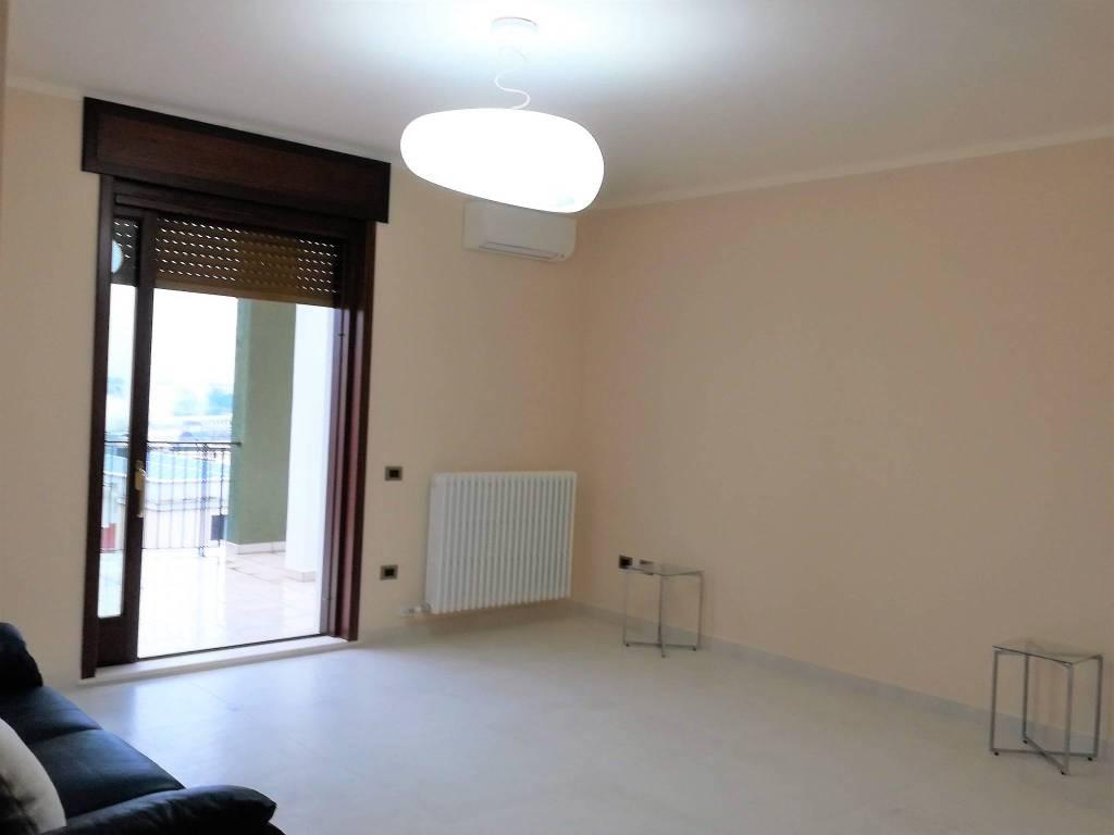 Appartamento in ottime condizioni parzialmente arredato in affitto Rif. 9258725