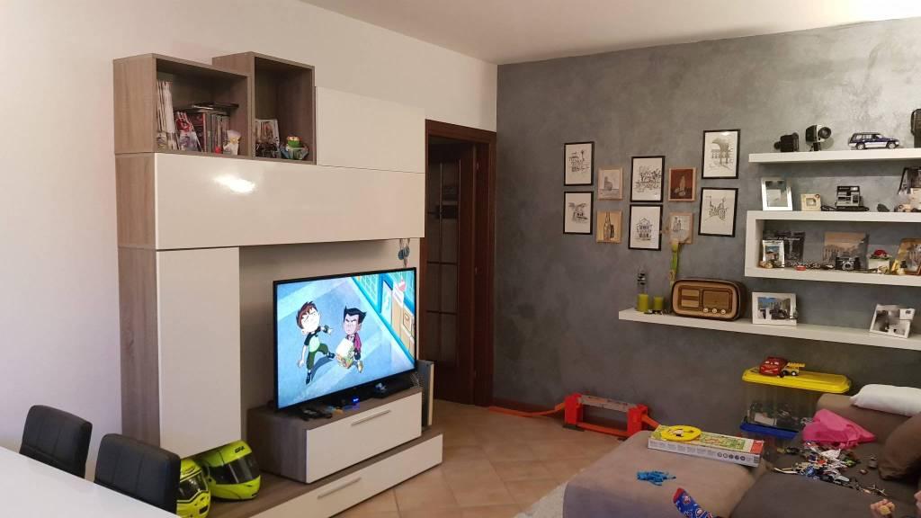Appartamento in ottime condizioni parzialmente arredato in vendita Rif. 9257301